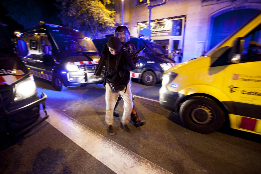 A protester is arrested during the demonstrations against the sentence of the trial of the process. Second consecutive night of riots in Barcelona. October 15, 2019.