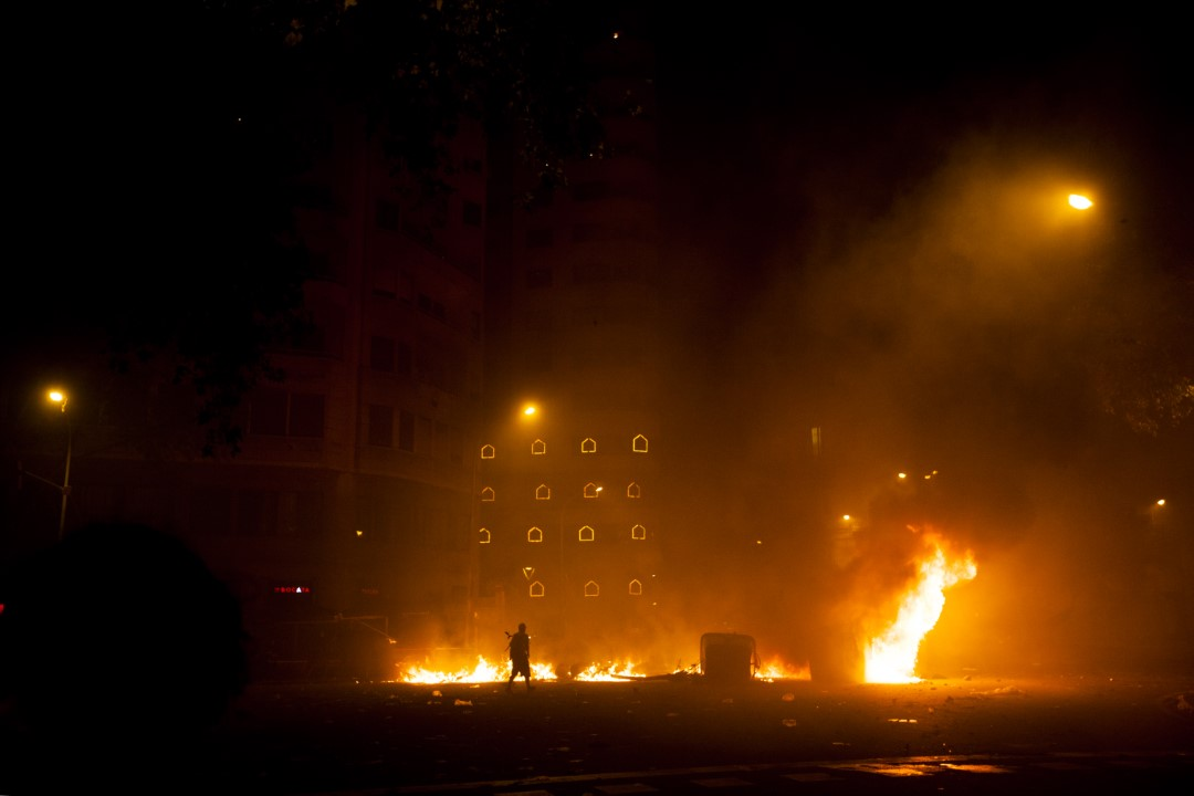 Protesters against the judgment of the trial of the process in Plaza de Urquinaona. Night of strong protests on the fifth consecutive day of riots in Barcelona: clouds of smoke, stones thrown by protesters and tear gas by the Police. October 18, 2019.