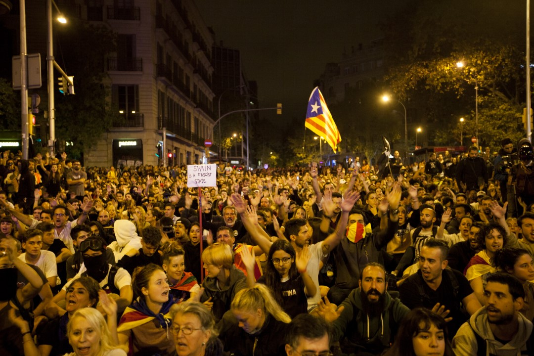 Protesters against the judgment of the trial of the process. Sixth consecutive night of riots in Barcelona. October 19, 2019.