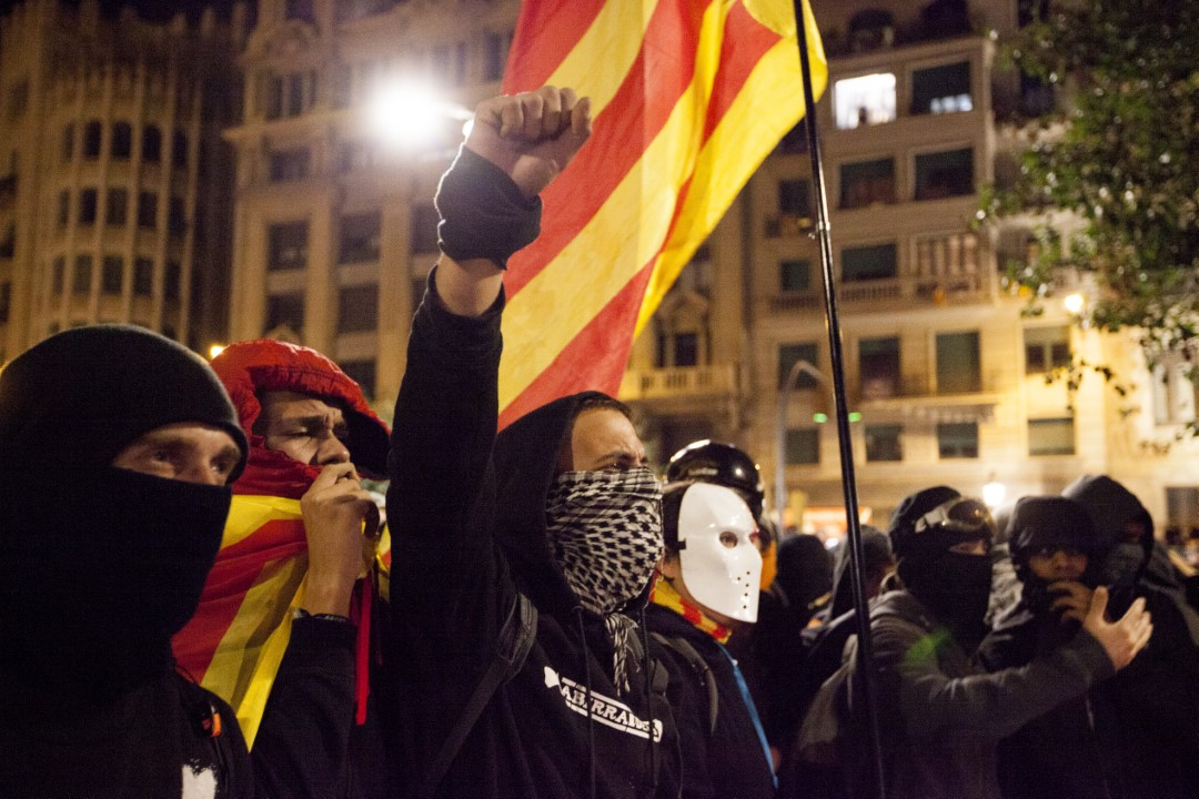 Protesters against the judgment of the trial of the process. New night of riots in Barcelona. October 26, 2019.