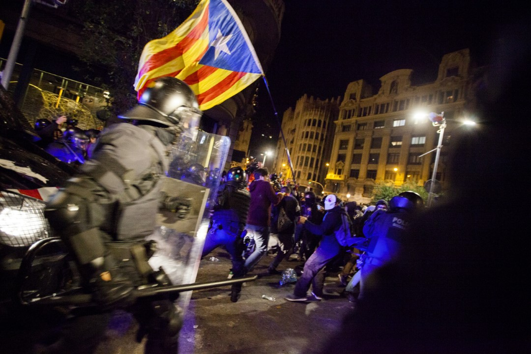 The police charging the protesters. New night of riots in Barcelona. October 26, 2019.