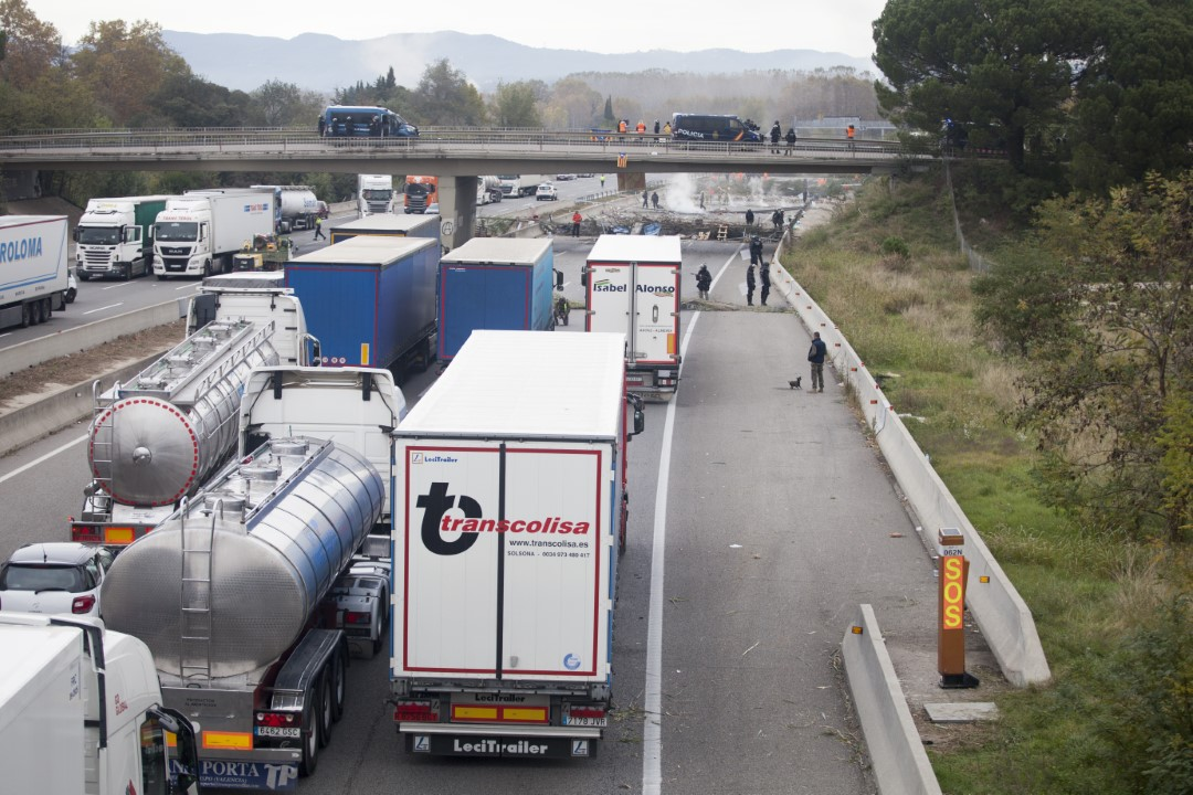 The independence movement cut the AP-7 highway, near Salt, Girona called by the Democratic Tsunami. Many cars were trapped. In the picture, just after the eviction. November 13, 2019.