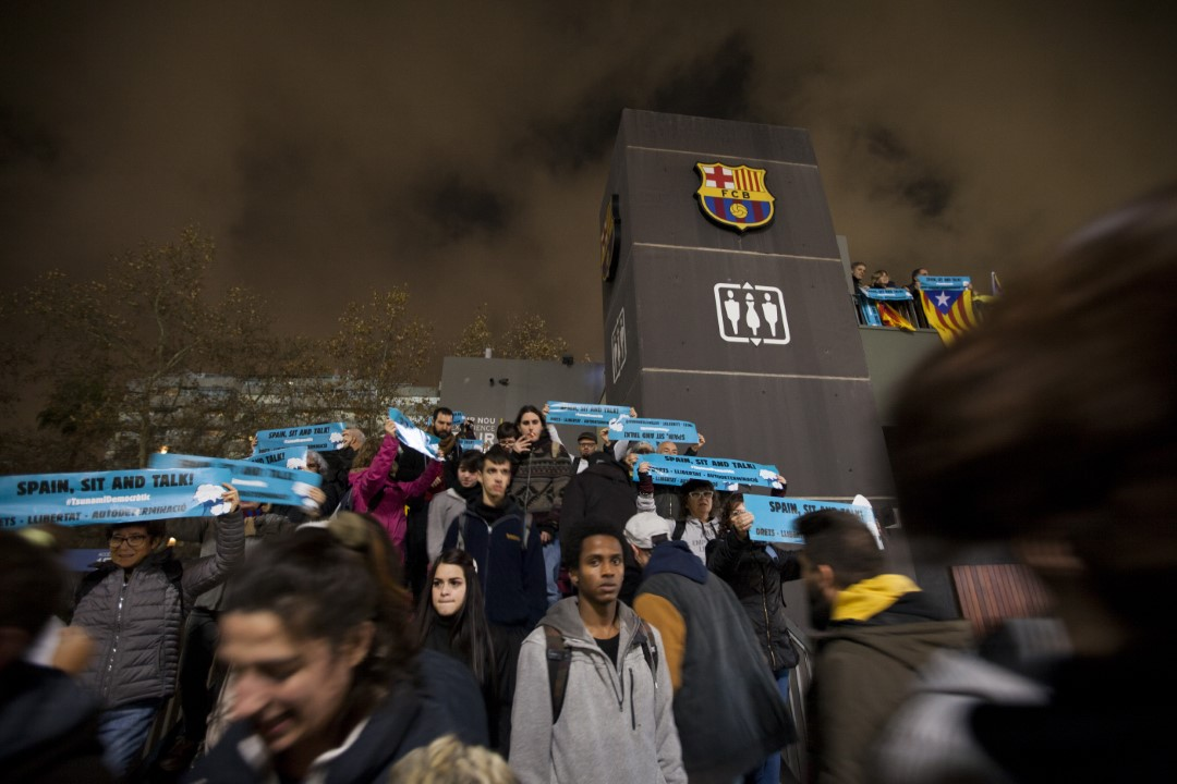 """Thousands of people, summoned by Tsunami Democràtic, demonstrated both inside and outside the Camp Nou in Barcelona with the slogan """"Spain Sit and Talk"""" during the Barça-Madrid classic. Barcelona; December 18, 2019."""