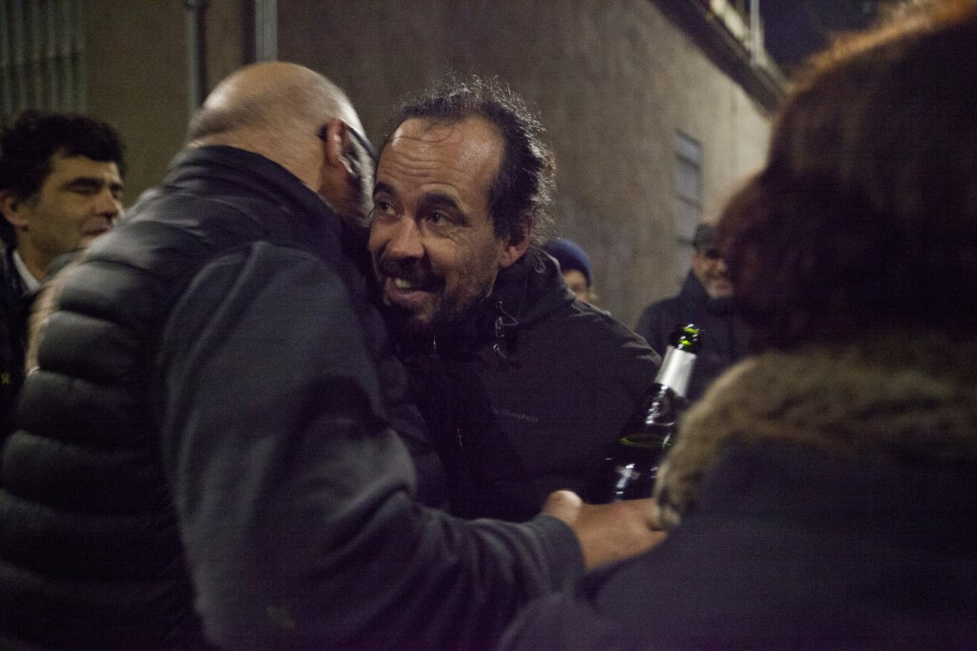 Jordi Ros, indicted for the Judas operation and after 110 days in prison, arrives at his house at dawn, received by his friends and family. Once the bail of 30,000 euros imposed by the judge had been paid, Ros has left the Soto del Real penitentiary (Madrid). Sabadell, Barcelona; January 11, 2020.