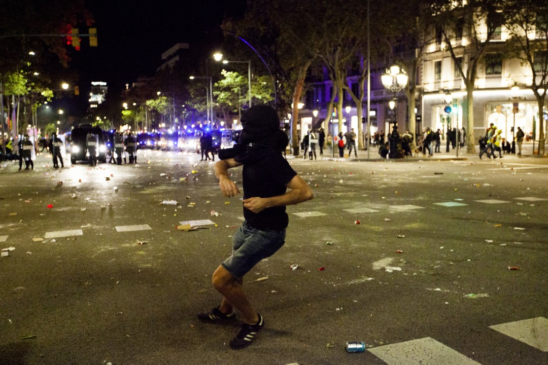 Protesters against the judgment of the trial of the process. Second consecutive night of riots in Barcelona. October 15, 2019.