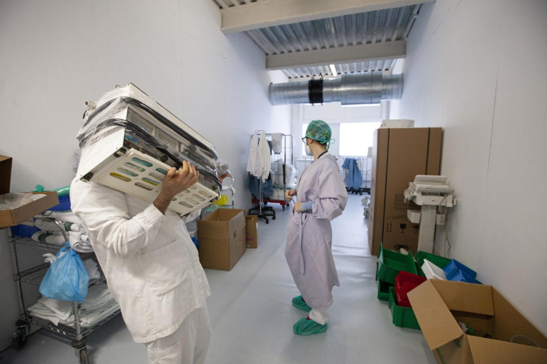 Plant enabled as an Intensive Care Unit (ICU) of the Hospital Taulí of Sabadell with patients with COVID-19. In the image, a doctor wears a gown as protection due to the lack of PPE. April 8, 2020; Sabadell, Barcelona.