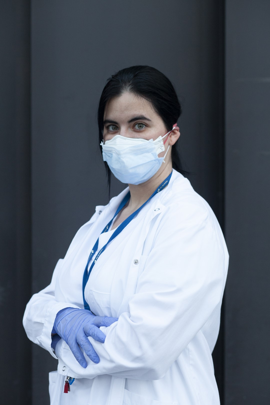 To the front line. Faces from different sectors that stand firm in the fight against COVID-19. Raquel Granados, auxiliary nursing technician at the Parc Taulí Hospital. April 3, 2020; Sabadell, Barcelona.