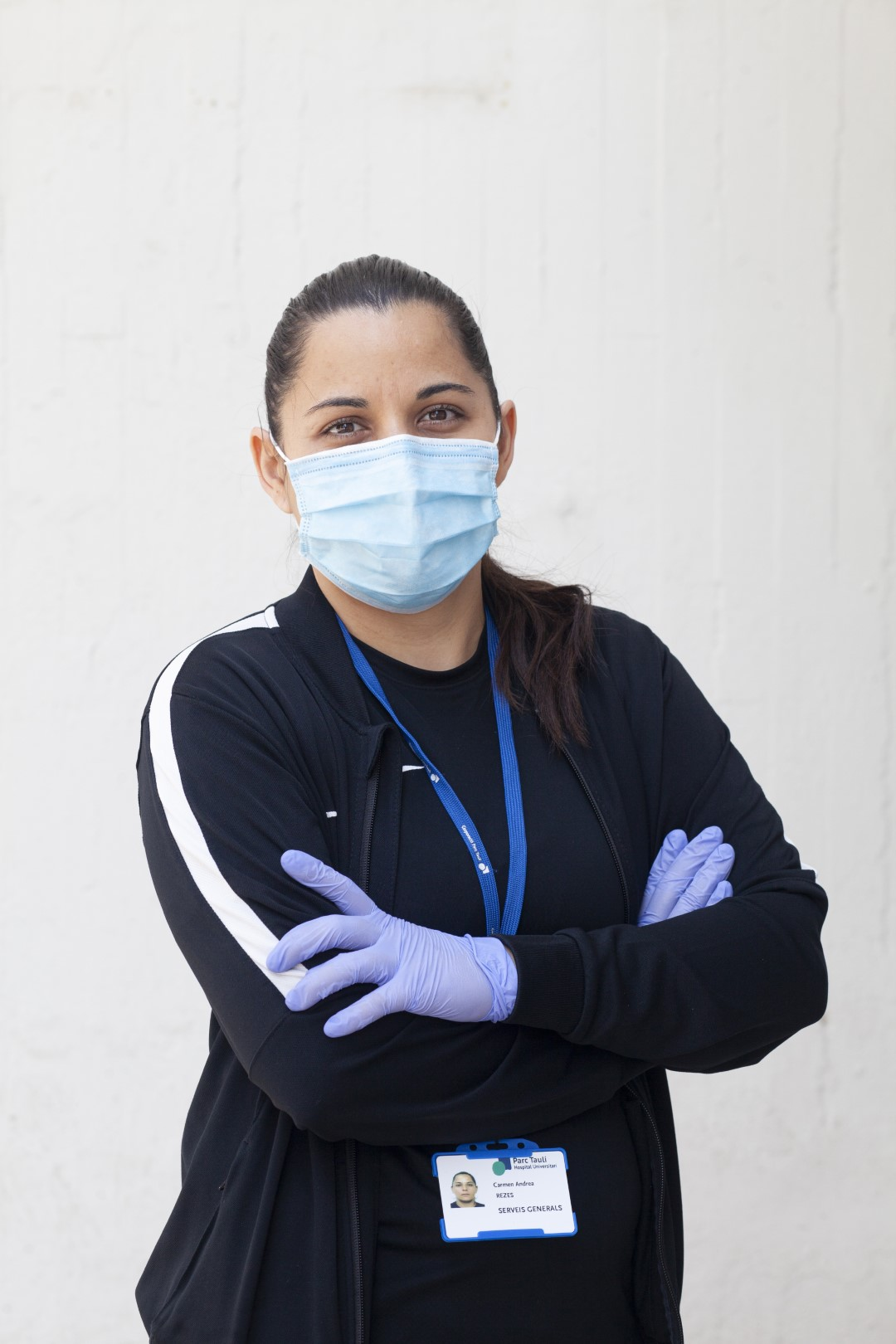 To the front line. Faces from different sectors that stand firm in the fight against COVID-19. Andrea Rezes, cleaning staff at the Parc Taulí Hospital. April 9, 2020; Sabadell, Barcelona.
