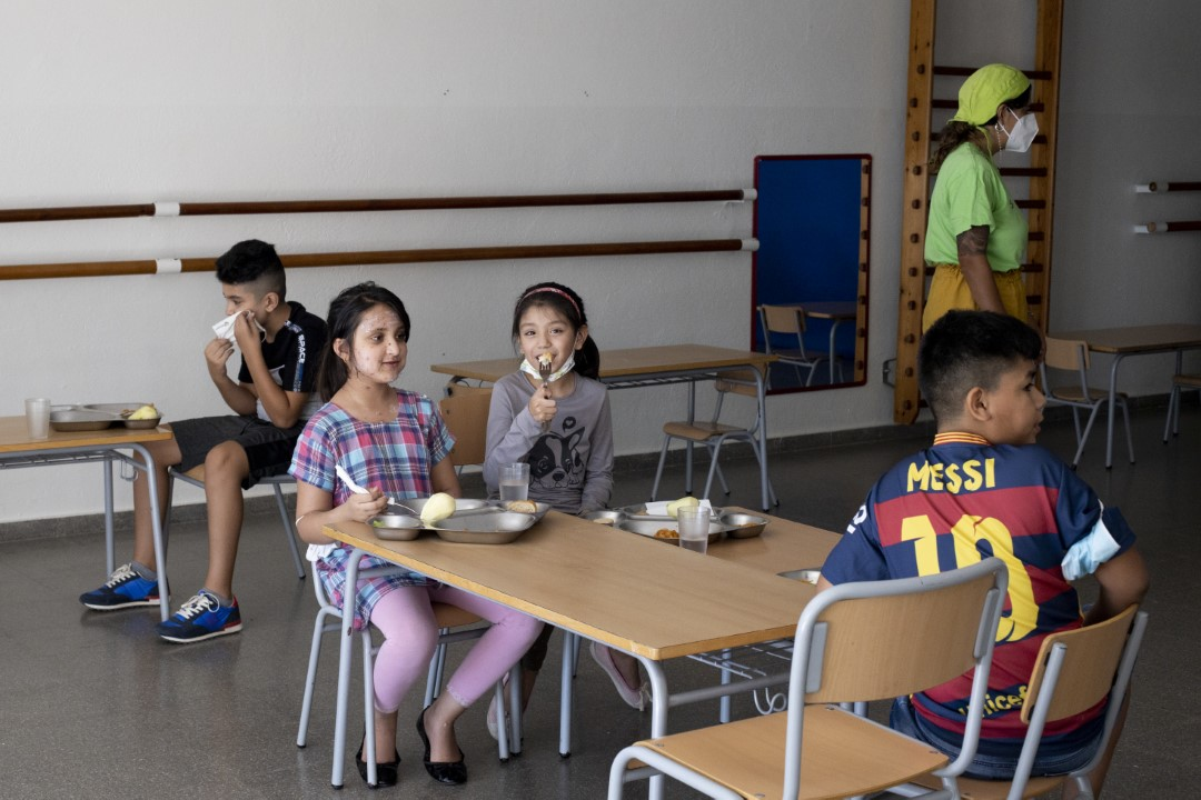 First day of school canteen at the Tarlatana School in the neighborhood of Can Puiggener, Sabadell, Barcelona, after 6 months closed due to the Covid-19. September 14, 2020; Sabadell, Barcelona.