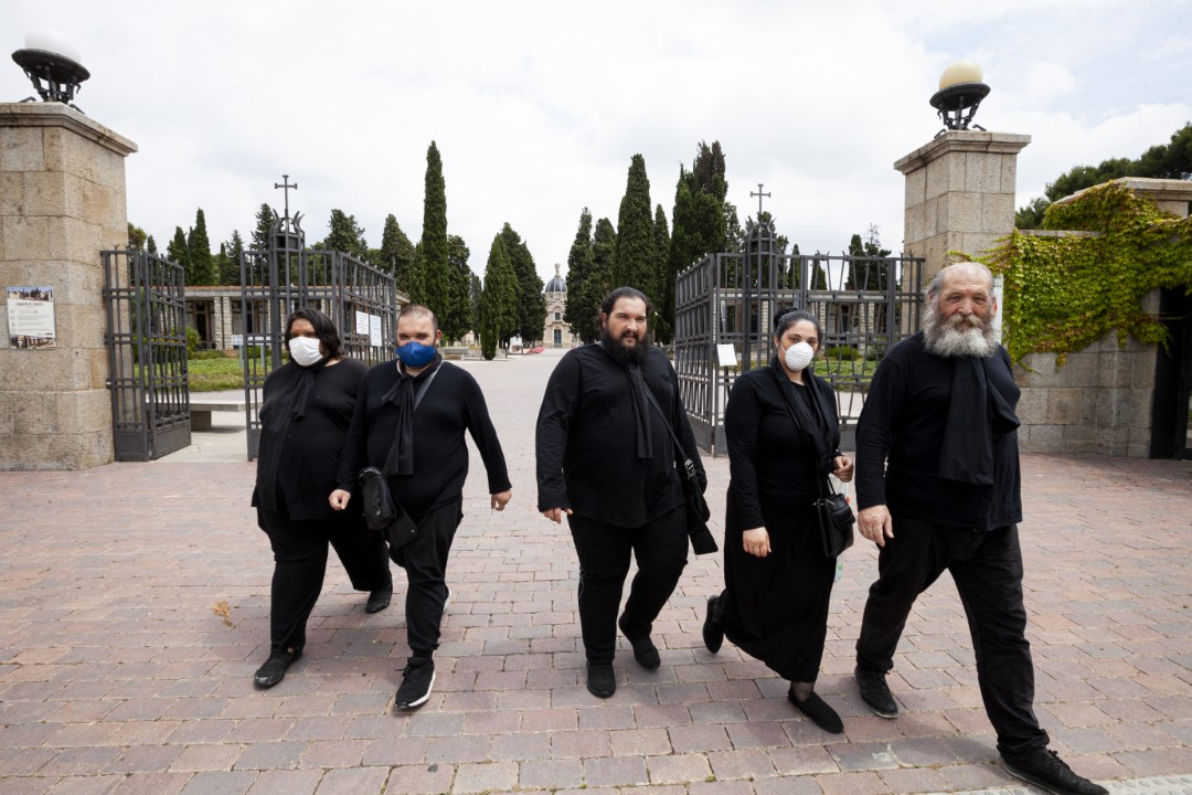 A family of gypsy ethnicity, dressed in mourning, leaving the cemetery of Sabadell on the first day of its opening after the closure decreed during the State of Alarm as a result of COVID-19. June 1, 2020; Sabadell, Barcelona.